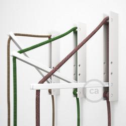 """""""Pinocchio"""" wit, flexibel instelbare houten muurbevestiging voor hanglampen."""